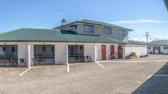 Simple yet comfortable accommodations in the Mackenzie High Country which is known for snow-capped mountains, golden tussock landscapes and glacial lakes.