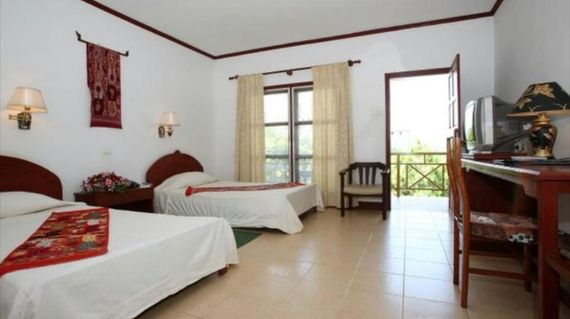 A comfortable hotel that is close to cultural landmarks and entertainment areas of the city
