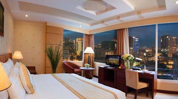 Comfortable 4-star hotel in Bach Dang Riverside, Ho-Chi Minh City, with outdoor pool, bar/lounge.