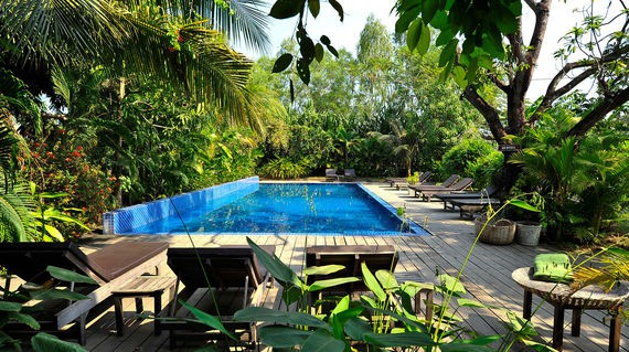 Tropical resort overlooking the Stung Seng River