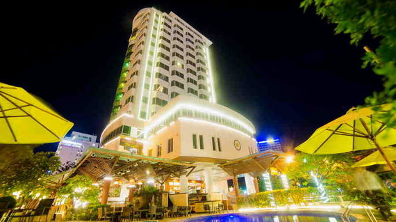 A 4-star hotel located in Hanoi's Old Quarter and business district.