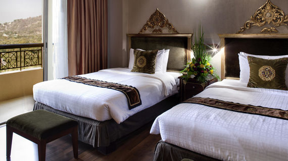 Luxurious hotel located at the foot of Mandalay Hill.