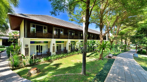 Riverside resort with spacious accommodations