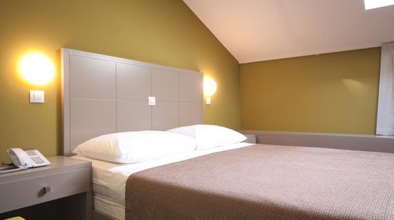 A few steps from Pula Arena with spacious contemporary rooms.