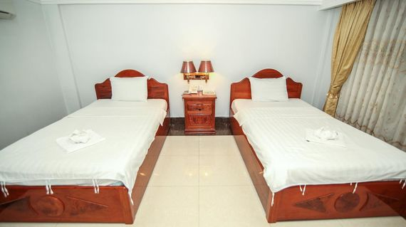Hotel with a central riverside location and comfortable rooms
