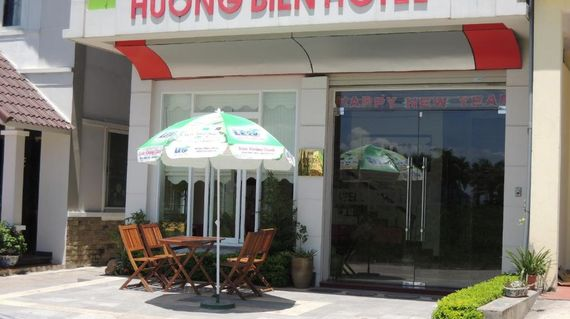 In a convenient location and just minutes from the beach, the Huong Bien hotel offers modest, clean and comfortable rooms to relax in.