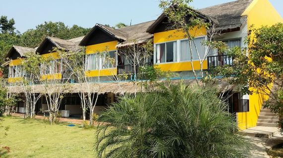 Situated close to the beach, the resort has a chilled and friendly vibe, set in lush grounds with great facilities and beach views.