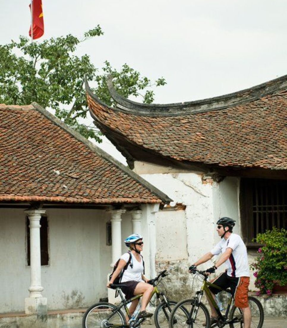 Visit temples and citadels, as well as lakes, rivers, villages, gardens and hidden city back alleys on this jam-packed cultural tour