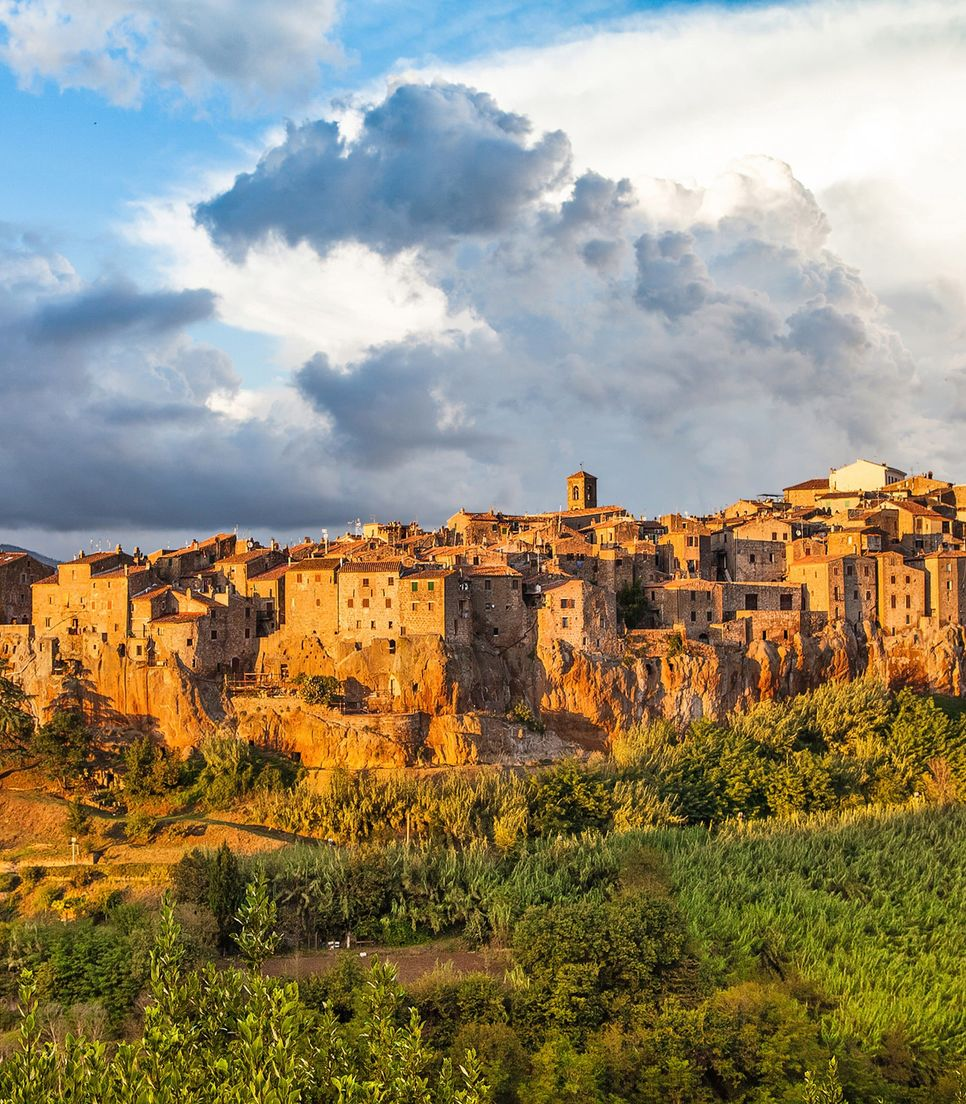 Surrounded by a ravine and with a breathtaking skyline, the picturesque town of Pitigliano is a Tuscan dream
