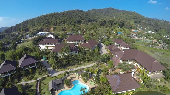 Idyllically situated and on the banks of the Mae Kok River, the hotel has stunning views, a fabulous pool and very comfortable rooms