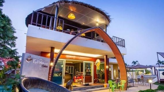 Based in Viang Papao, the Full House Resort has individual artwork in each room and oozes individuality and funky style
