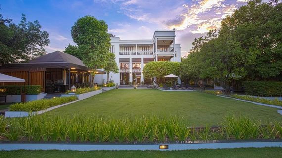 An elegant and luxurious hotel on the Mae Ping River in downtown Chiang Mai