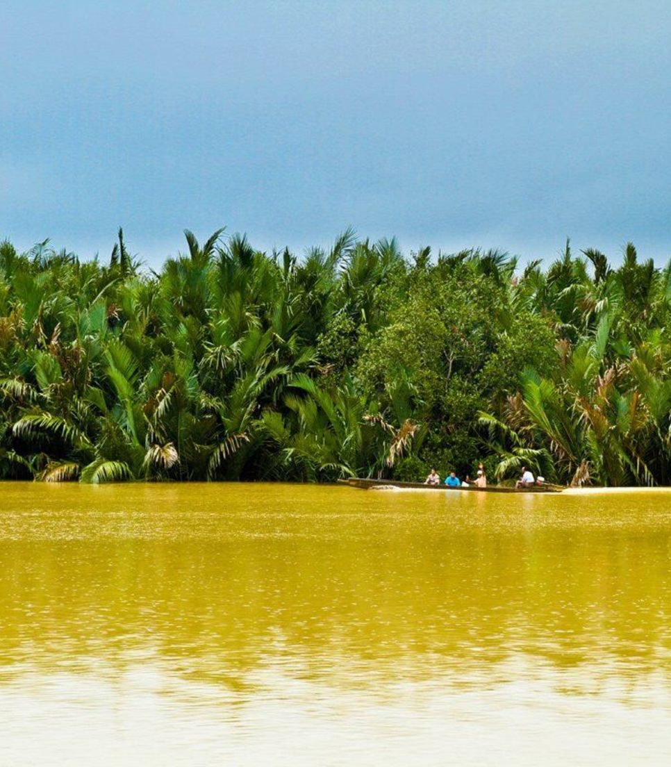 Along the way, you'll see coconut and rubber plantations, jungles, rural landscapes and of course the gorgeous coastline