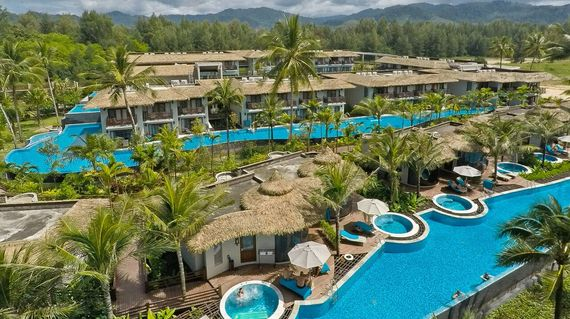 Right on the beach with fantastic saltwater pools and excellent facilities, the resort offers a true haven for weary travelers