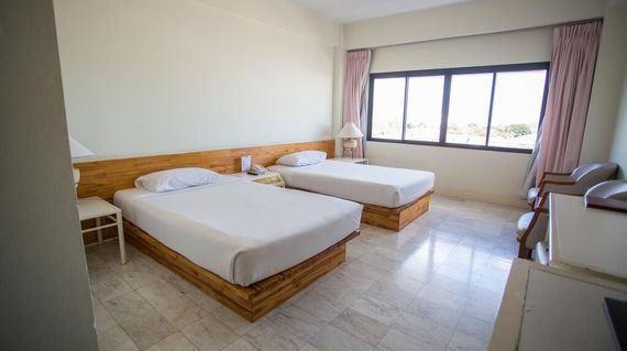 A welcoming and hospitable hotel with clean and comfortable rooms and a lovely pool in a great location