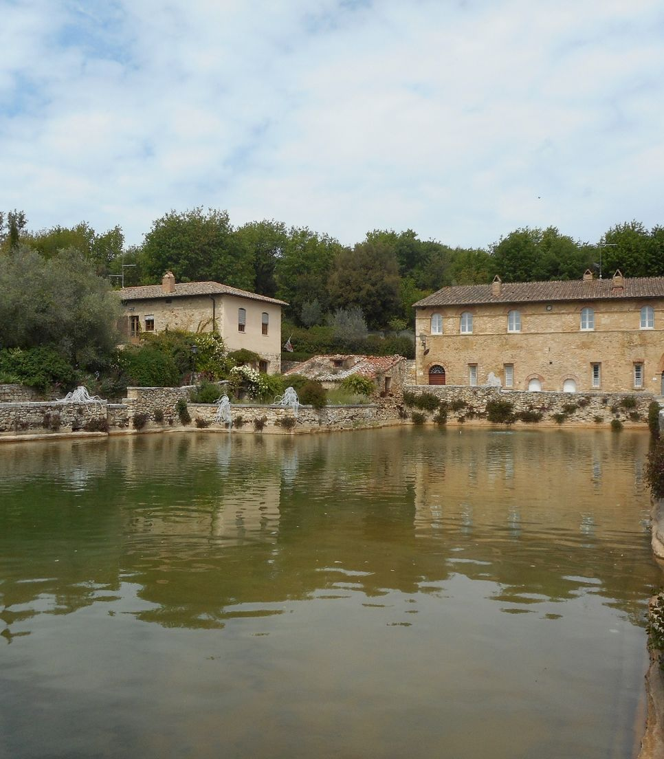 See the historic Bagno Vignoni which is also famous for its thermal baths.
