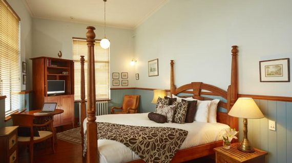 Spend your night in the classic Hotel d'Urville in the heart of Blenheim town