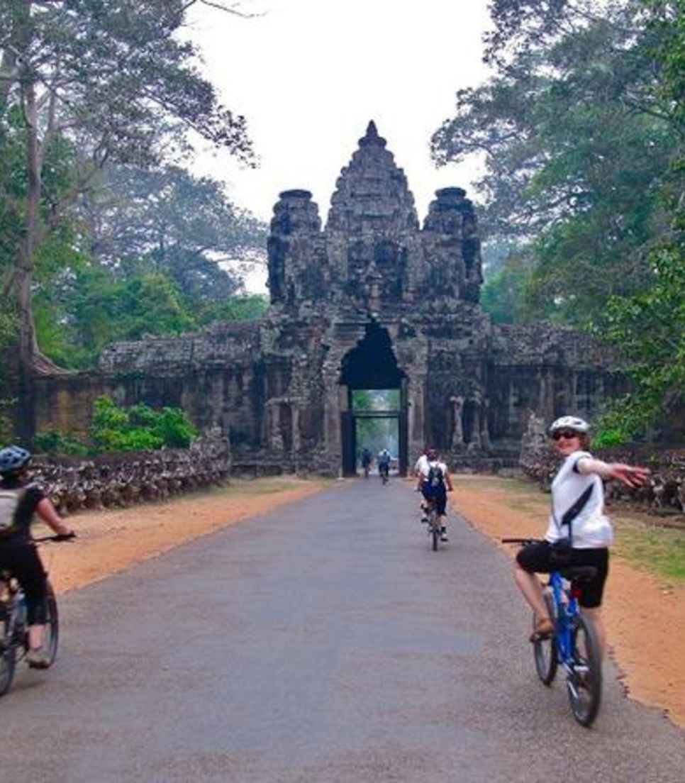 Discover historical buildings and wonderful relics by bike