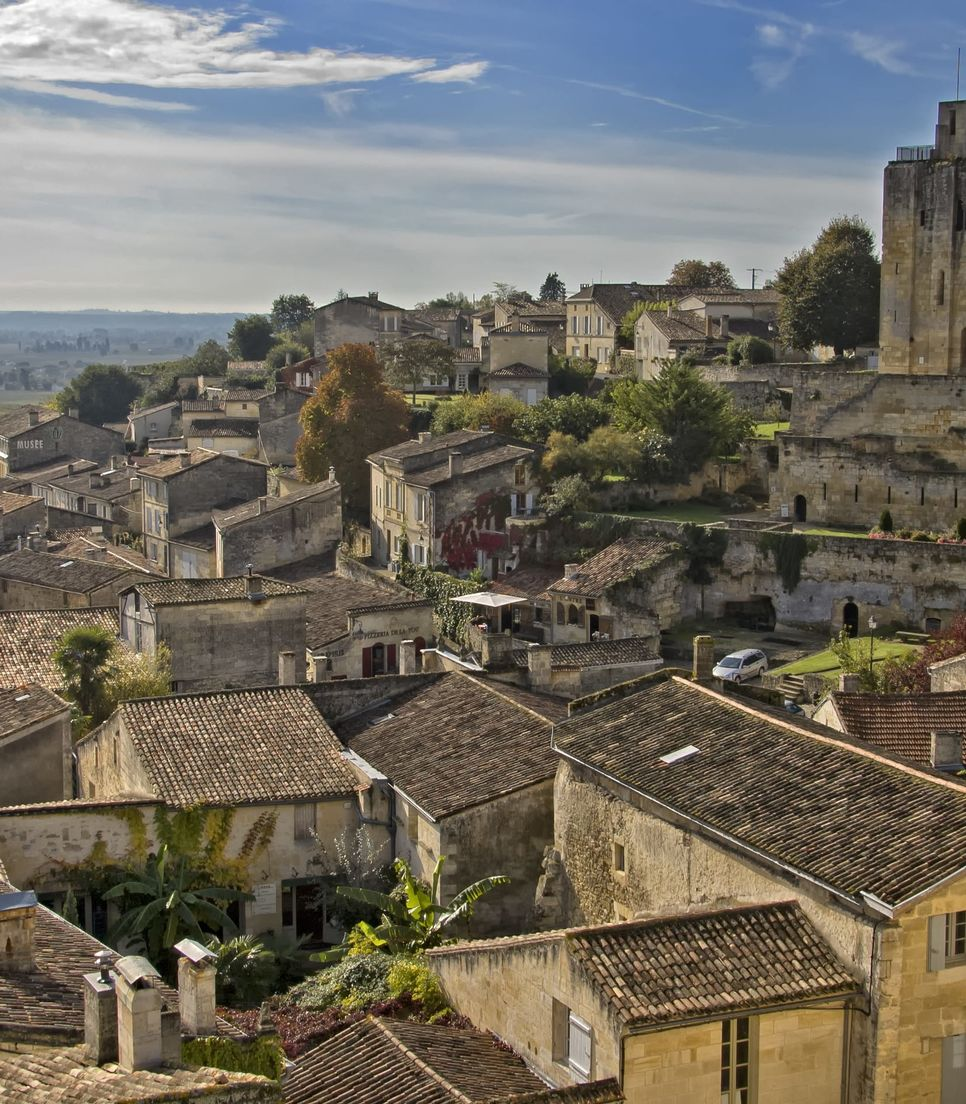 Known as one of the prettiest villages in Bordeaux, St-Emilion is a quintessential example of the region's historic beauty