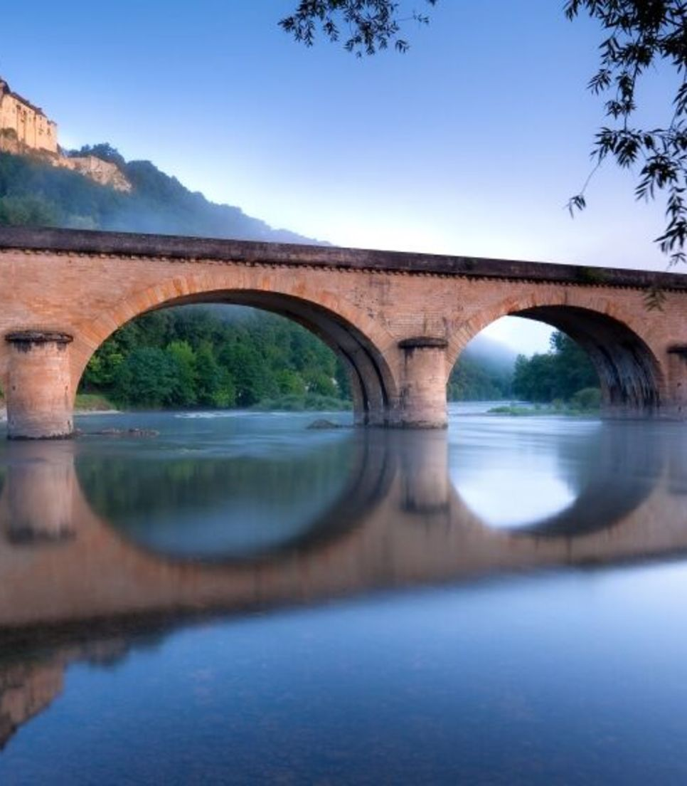 Enjoy the magnificent Dordogne scenery