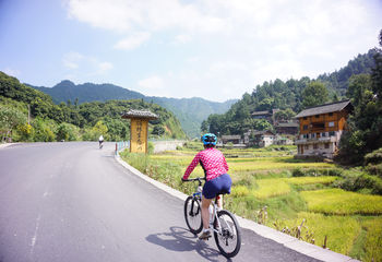 Cycling to Guilin's Karst Peaks