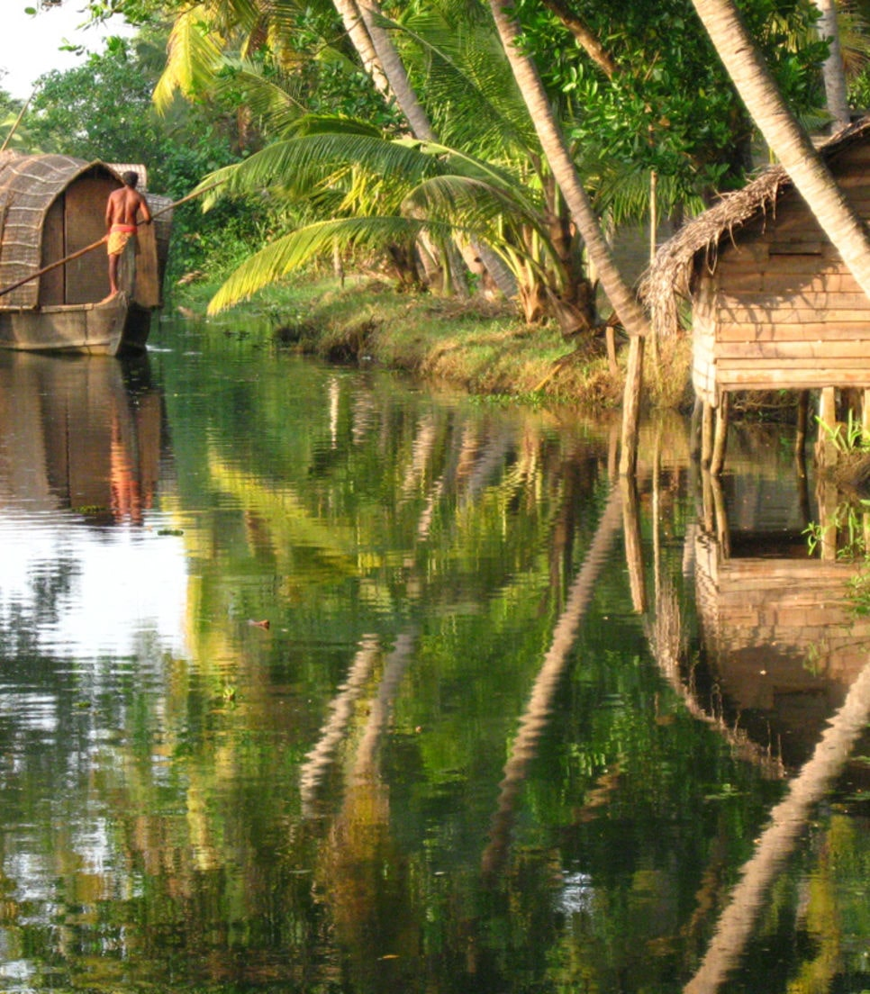 Board a traditional houseboat and enjoy the backwater cruise