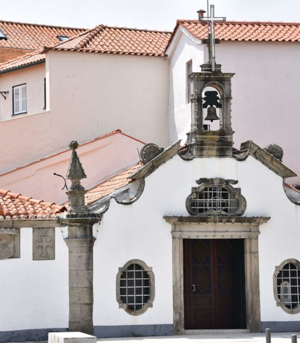Bike through some charming towns and villages, appreciating the Portuguese style