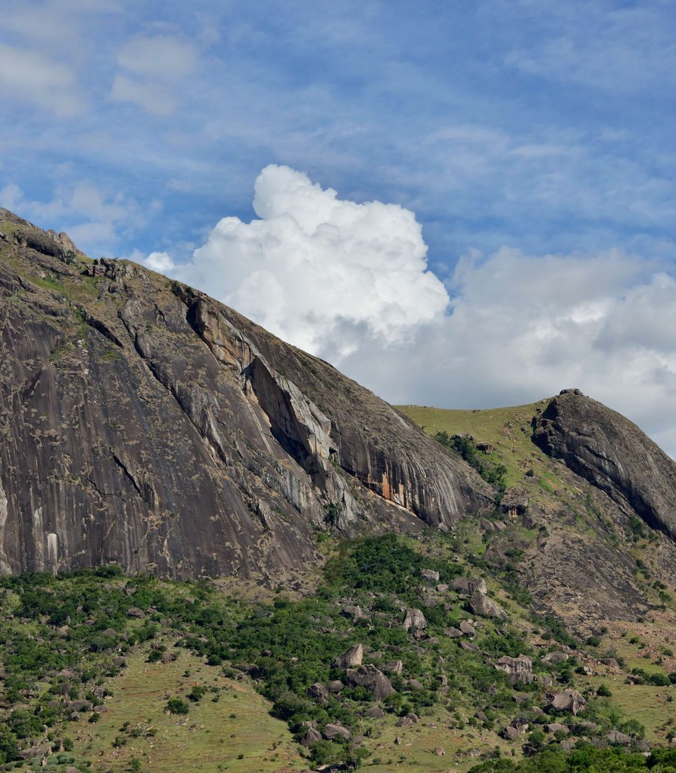 Hike in the ancient Andringitra massif on day 10
