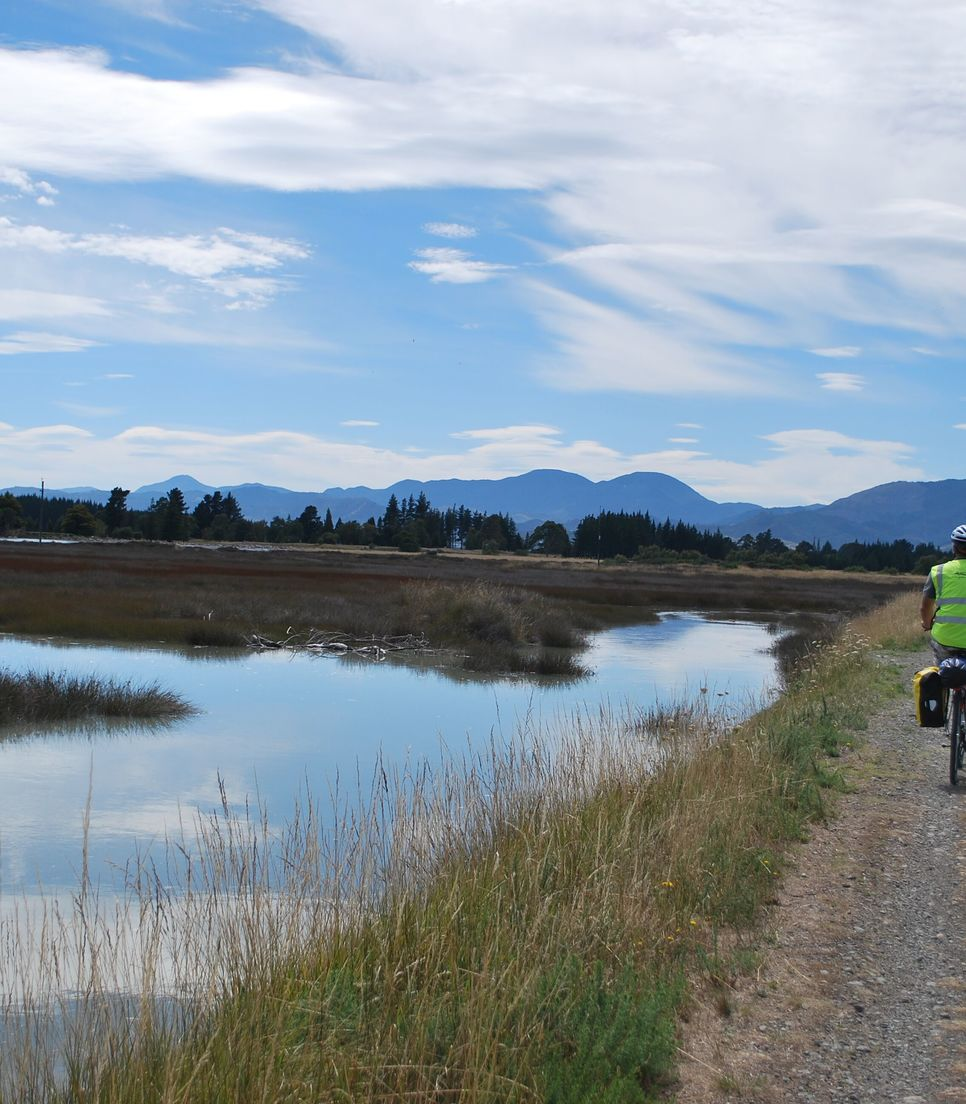 Discover the beautiful Tasman coast by bike