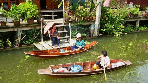 Extend a friendly wave as you travel the floating market. It will be returned in spades!