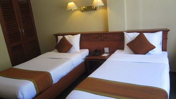 A comfortable hotel located with an excellent location and is minutes away from the town's popular clock tower.