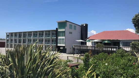 A laid-back hotel with views of the Tasman Sea and is minutes away only from the beach