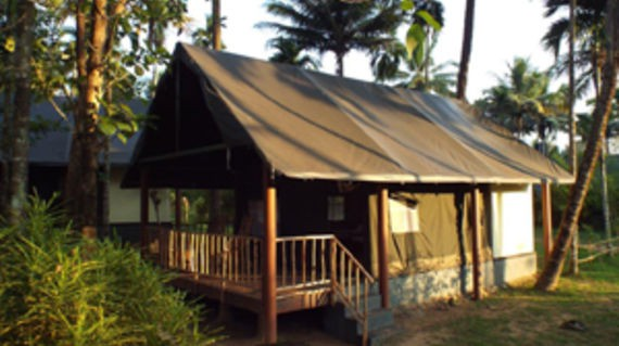 Spend the night in nature and in a unique house tent with splendid views of the Periyar River