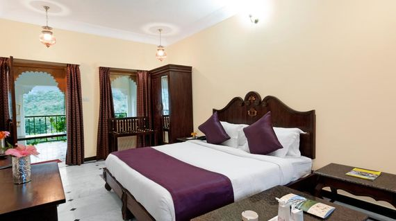 Delight in the enchanting atmosphere of this haveli (mansion) with each room having a view of the Kumbhalgarh forest or fort