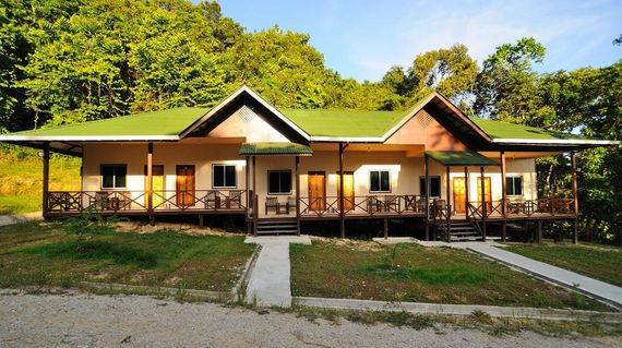A secluded hideaway on the banks of the Kinabatagan River
