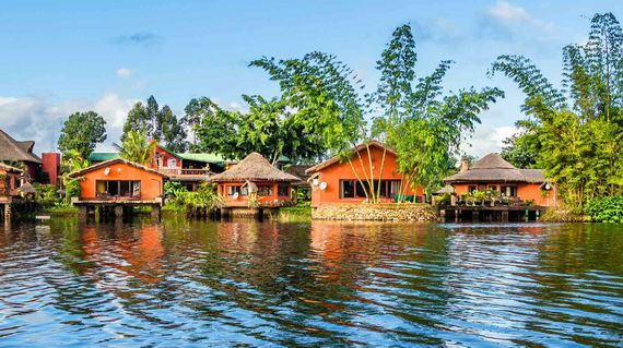 Charming accommodations next to the tea plantation and overlooking a tranquil lake